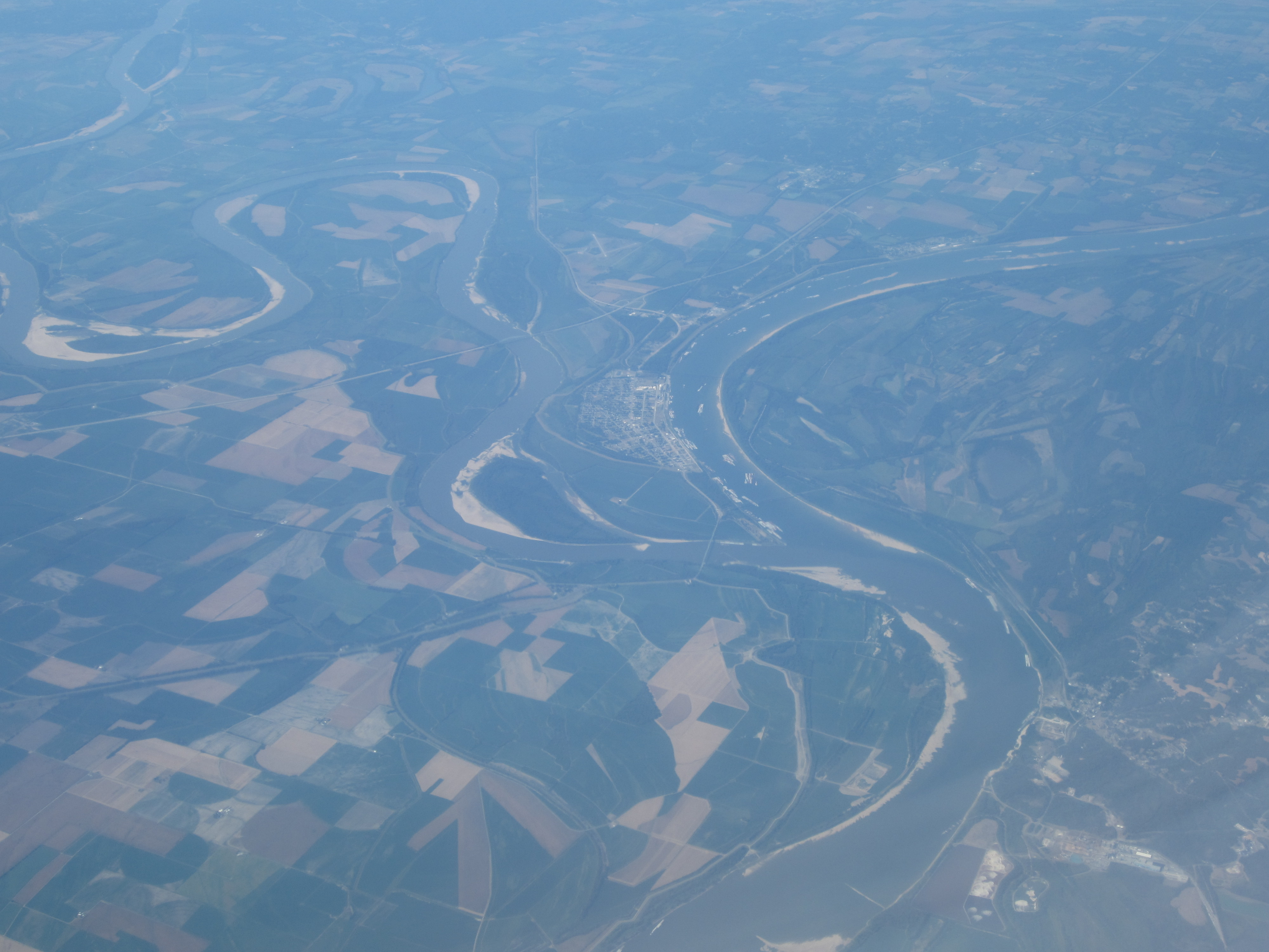 Where The Ohio River River Flows Into The Mississippi River At
